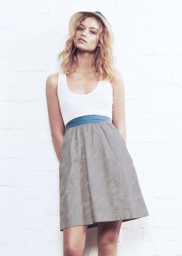 Supremebeing šaty Pier Grey