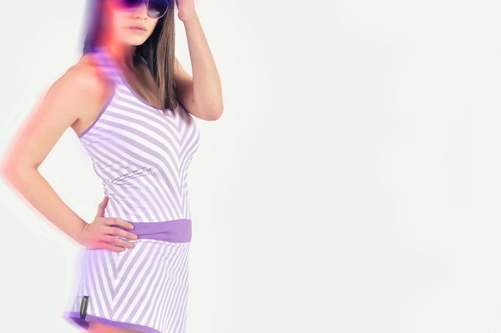 Pattern dámské pruhované letní šaty bílo fialové