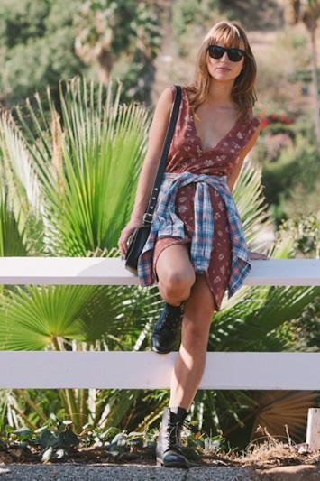Obey dámské hnědé letní šaty