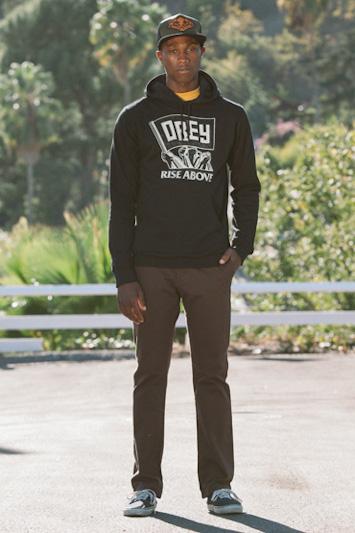 Obey pánská černá mikina, pánské hnědé kalhoty