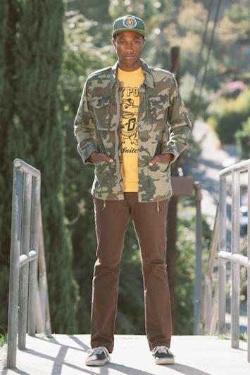 Obey pánské hnědé kalhoty, žluté triko, pánská maskáčová bunda