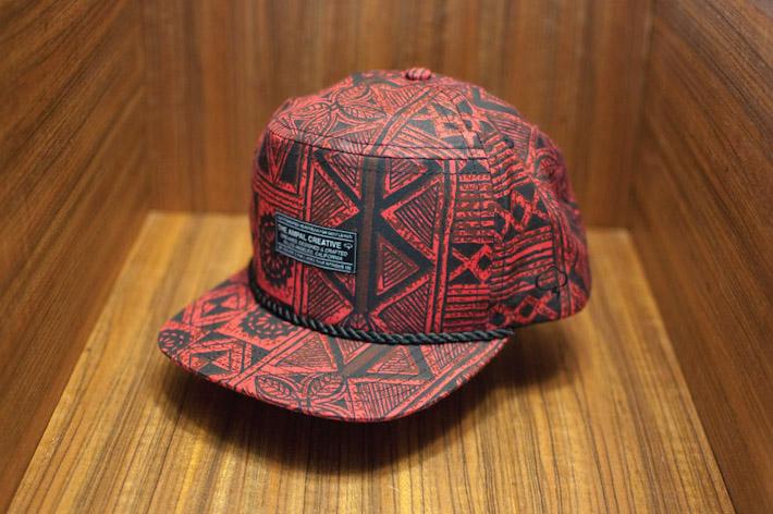 The Ampal Creative kšiltovka sčerveným geometrickým vzorem