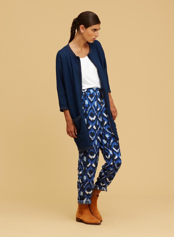 Libertine Libertine modrý lehký dámský svetřík dlouhý, vzorované kalhoty modré