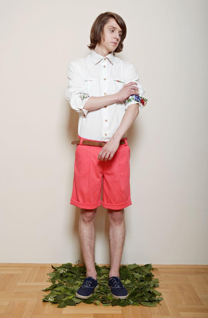 Kele – pánská bílá košile dlouhý rukáv, květinové manžety, růžovo oranžové šortky