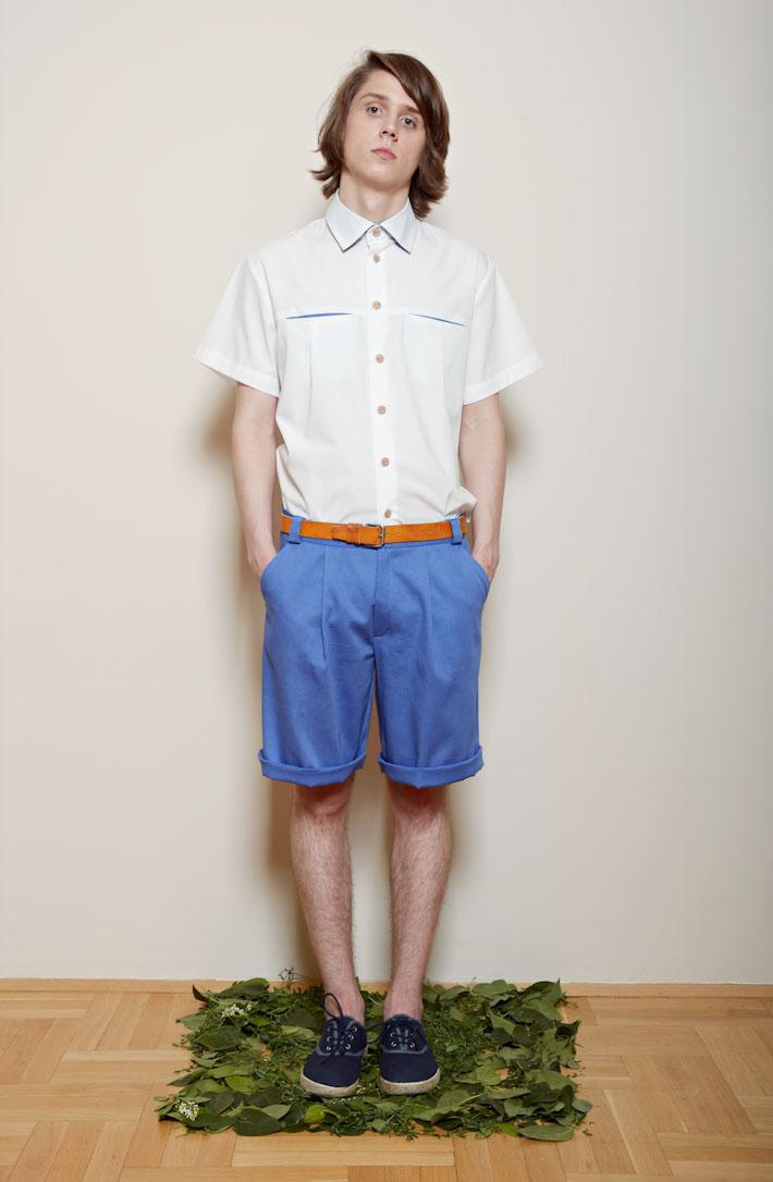 Kele – pánská bílá košile, bledě modré šortky