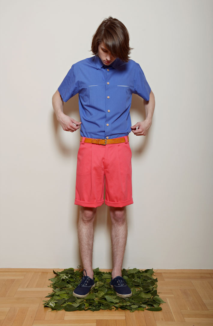 Kele – pánská modrá košile, oranžovo růžové šortky