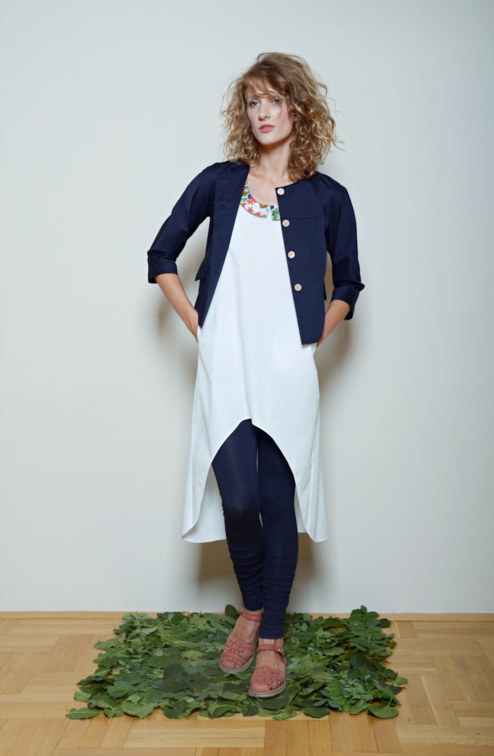Kele dámské volné bílé šaty, krátké modré sáčko