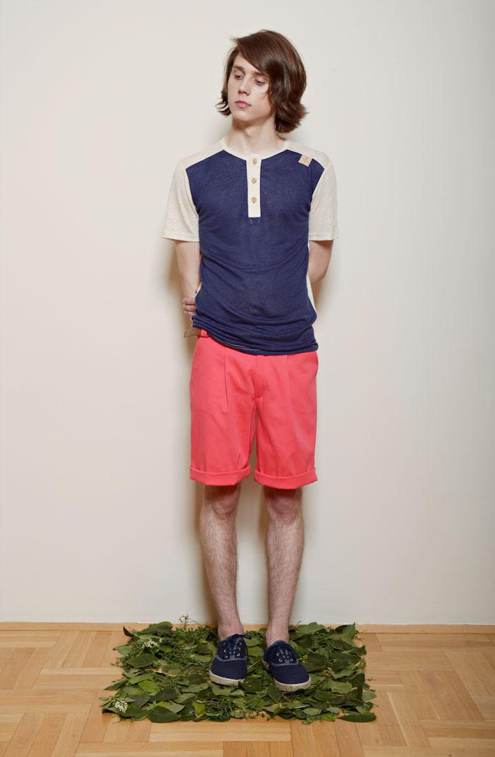 Kele – pánské tmavě modré triko sknoflíčky, oranžovo růžové šortky