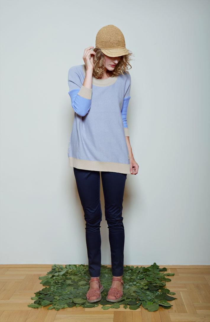 Kele modrý svetřík dámský, těsné modré kalhoty