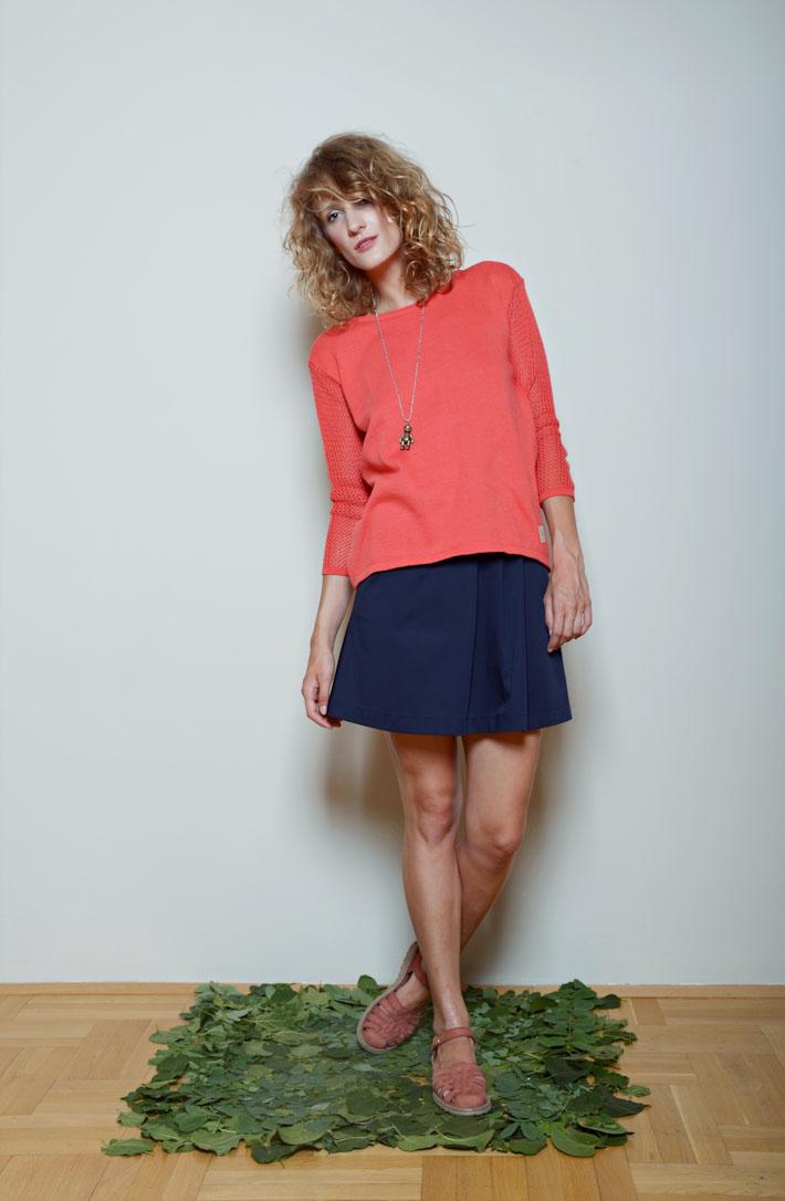 Kele oranžovo růžový světřík, modrá sukně