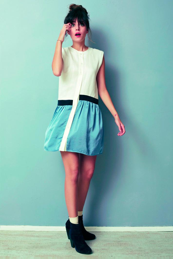 Asli Filinta dámské bílo modré originální šaty sčerným pruhem