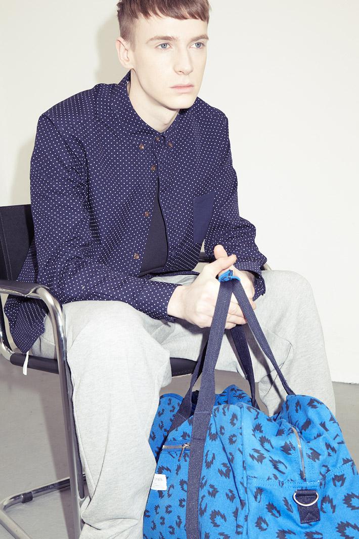 adidas Originals Blue Collection S/S 2013 — pánská modrá košile, šedé tepláky, modrá taška