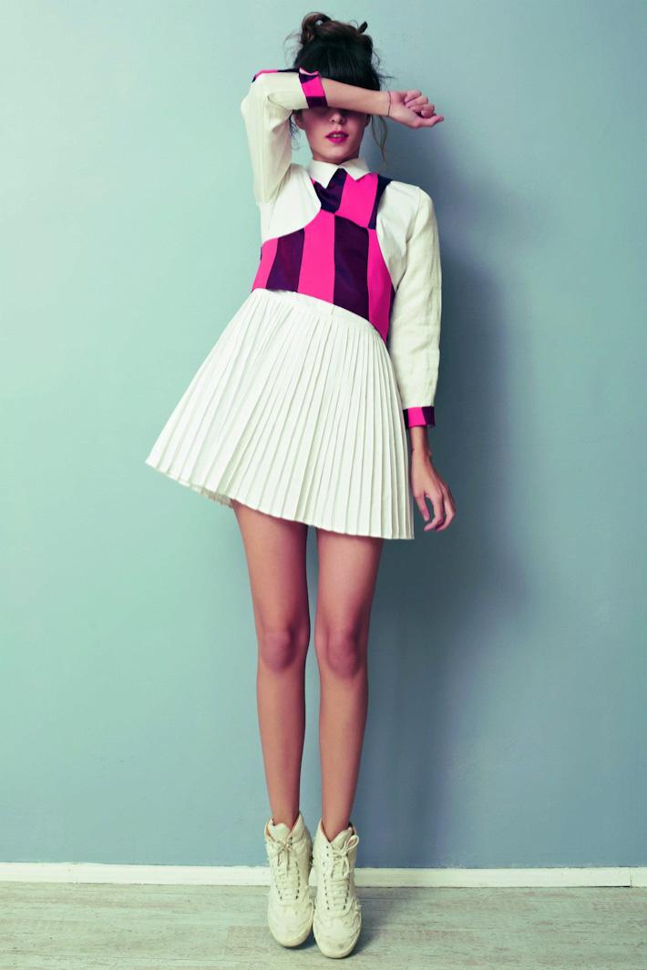 Asli Filinta dámské originální bílé šaty srůžovými prvky