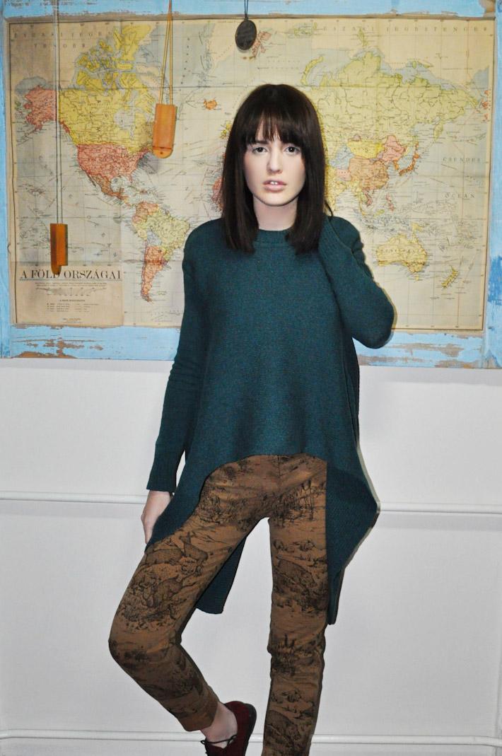 Kele dámský pletený svetr zelený, hnědé kalhoty spotiskem