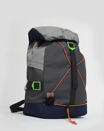 RVLT/Revolution, batoh na záda
