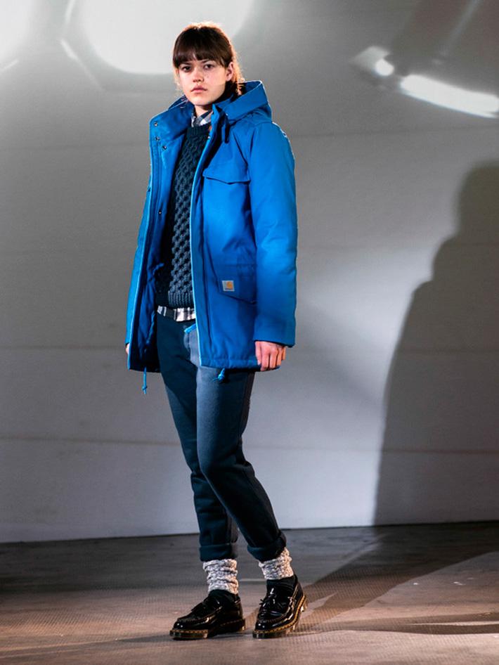 Carhart WIP, dámská zimní bunda modrá, modré kalhoty, pletený svetr