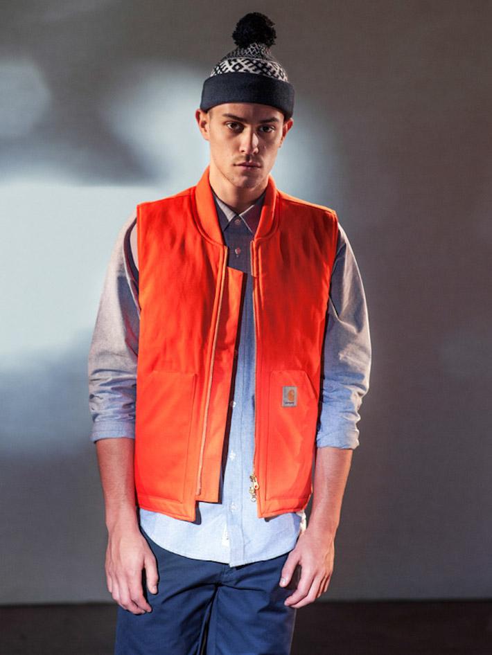 Carhart WIP oranžová vesta pánská, modrá košile, modré kalhoty