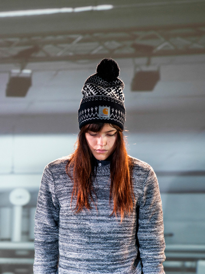 Carhart WIP, pletený svetr melírové barvy dámský, černá čepice