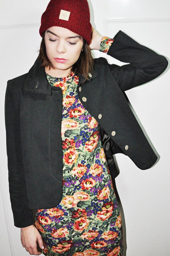 Kele dámský krátký černý kabátek do pasu, šaty skvěty