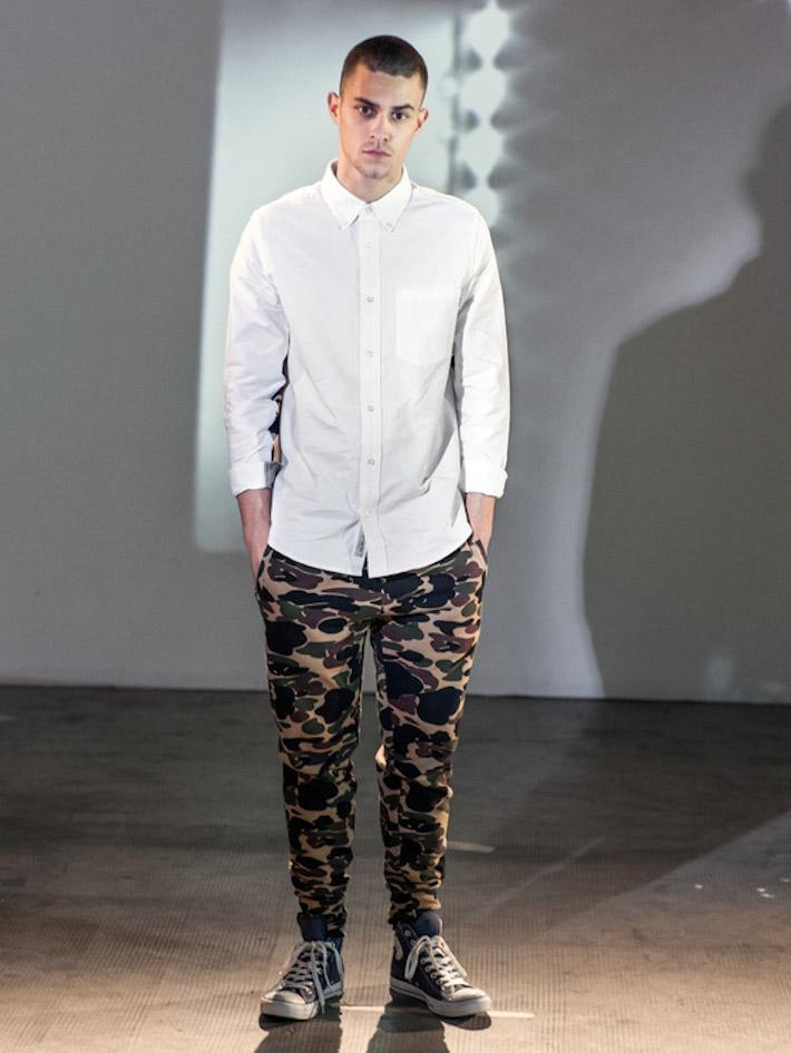 Carhart WIP pánská bílá košile, maskáčové kalhoty