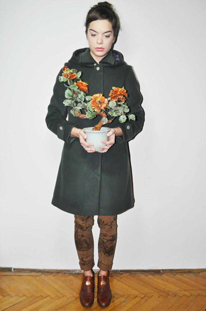Kele dámský tmavě šedý kabát ke kolenům