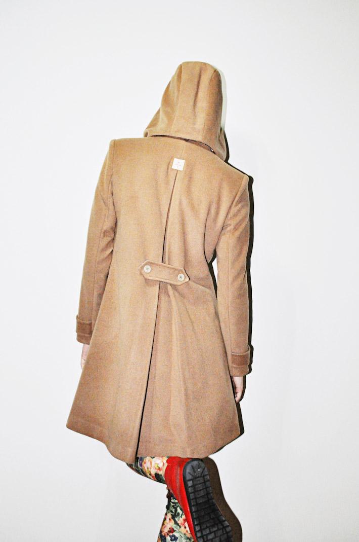 Kele dámský hnědý kabát ke kolenům