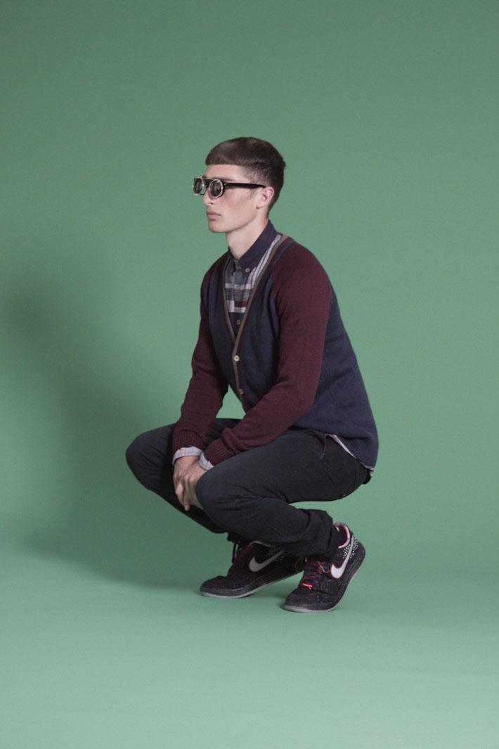 Humör pánský pletený svetr modro červený, črné kalhoty