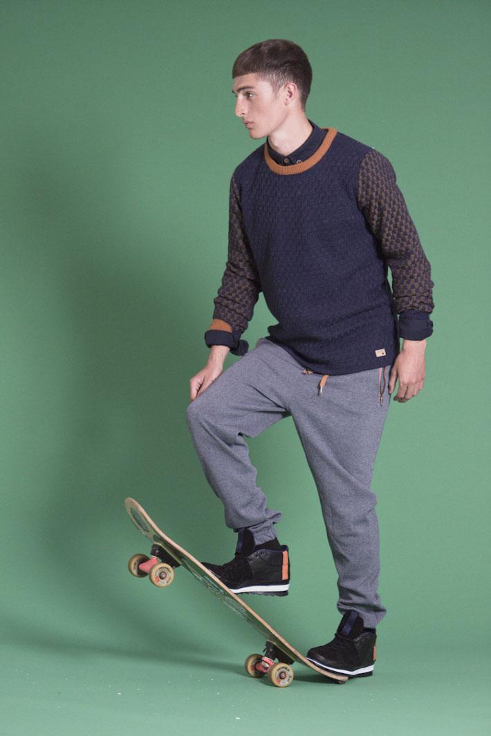 Humör pánský pletený svetr modrý, šedé teplákové kalhoty