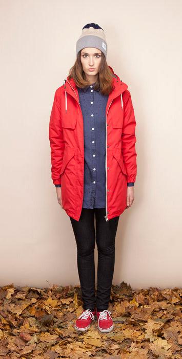 Ucon Acrobatics červená dámská bunda skapucí, parka, černé uplé kalhoty