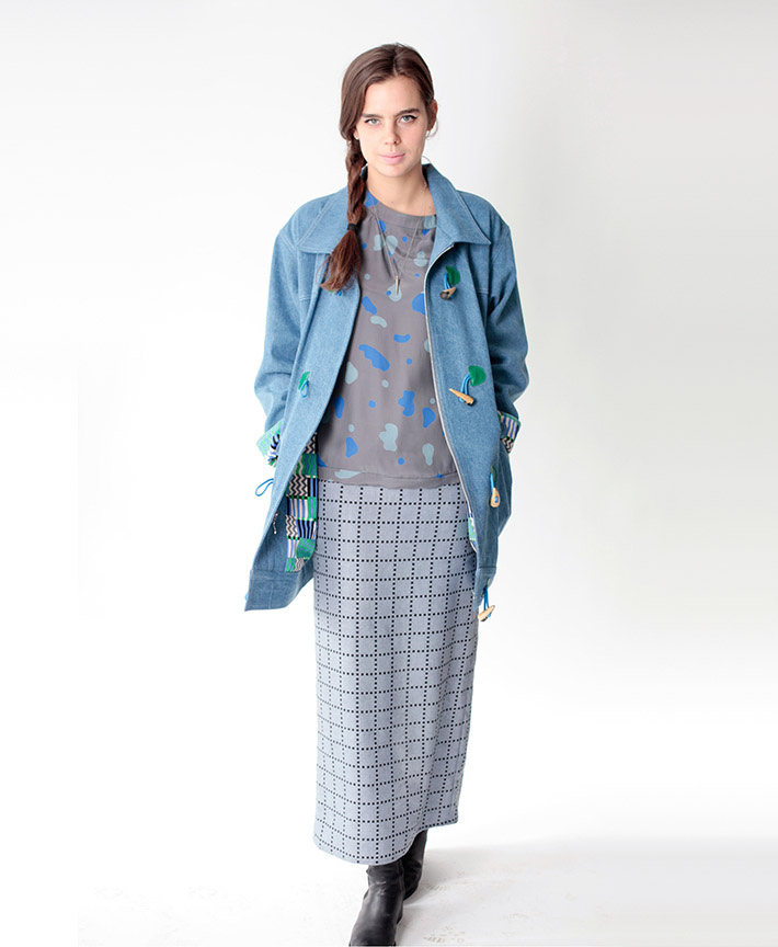 Dusen Dusen dámský podzimní kabátek, šedé tričko sflíčky, dlouhá sukně
