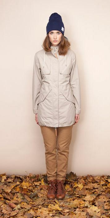 Ucon Acrobatics krémová parka dámská, zimní bunda skapucí, hnědé kalhoty