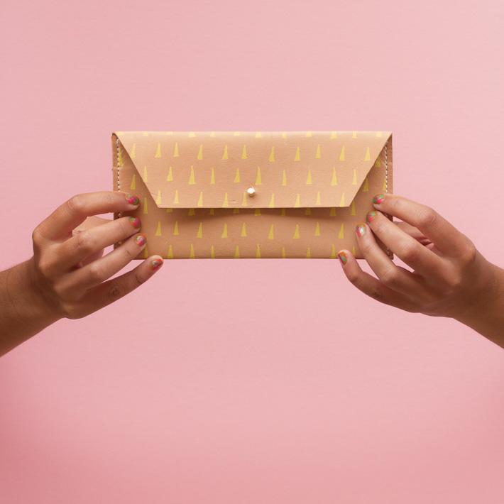 Georgie Cummings dámská velká kožená peněženka, béžová