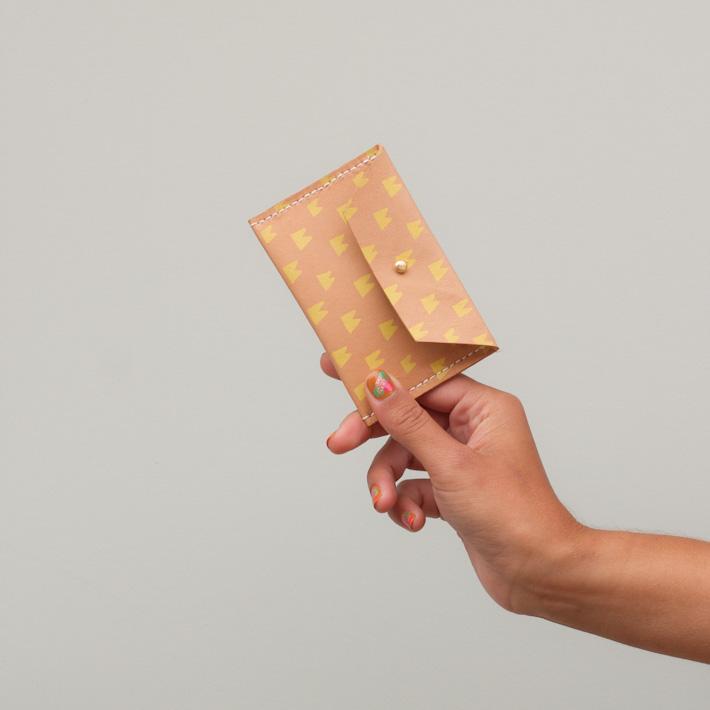 Georgie Cummings dámská malá kožená peněženka na mince, béžová