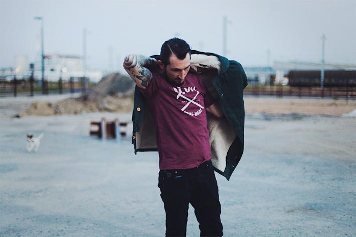 Olow pánské bordó tričko, zelená bunda skožešinou