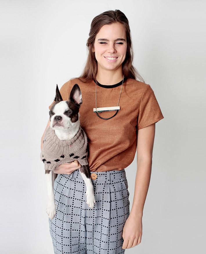 Dusen Dusen dámské hnědé tričko, šedé kalhoty sgeometrickým vzorem