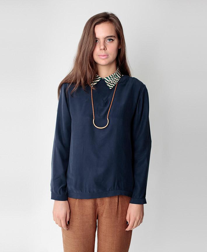 Dusen Dusen dámská tmavě modrá halenka, hnědé kalhoty