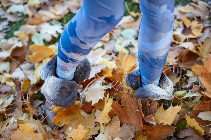 Youngprimitive modré legíny spotiskem Pastel Leg
