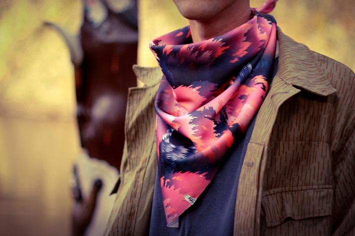Retart šátek na krk, graphic scarf
