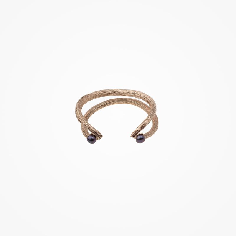 Antipearle – zlacený stříbrný prsten, říční perly