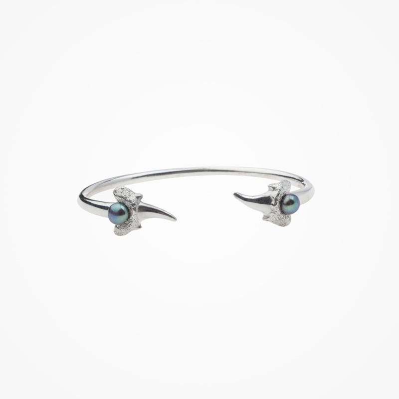 Antipearle – stříbrný náramek sříčními perlami
