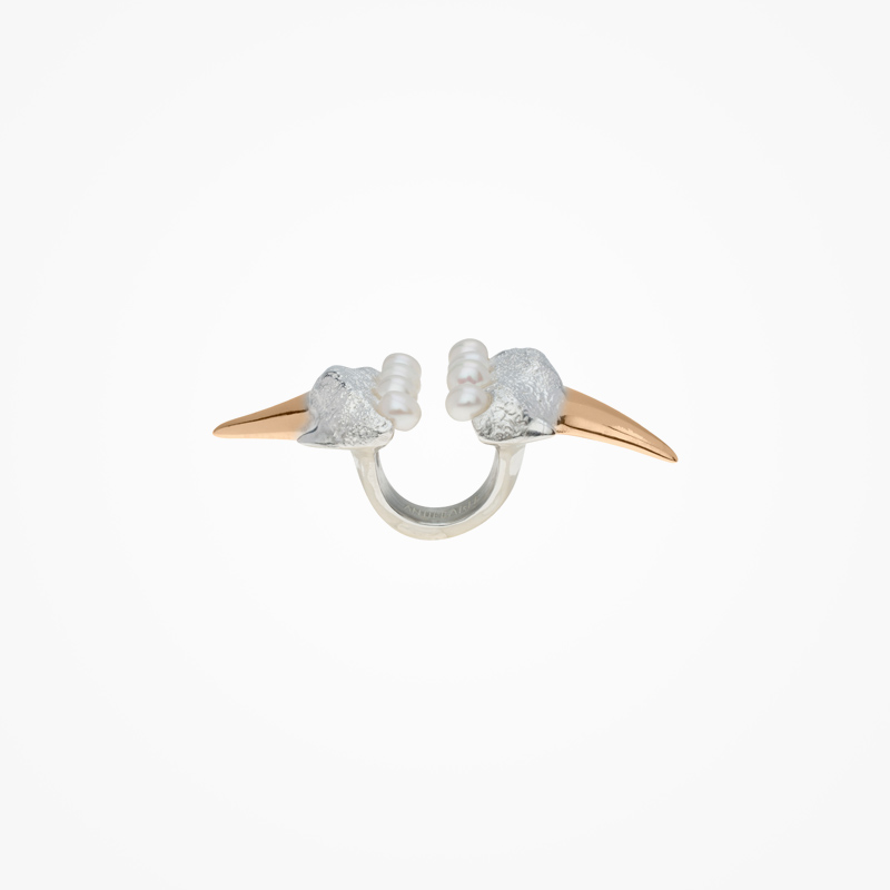 Antipearle – stříbrný prsten, zlacený, sperlami
