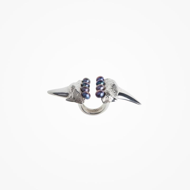 Antipearle – stříbrný prsten sříčními perlami