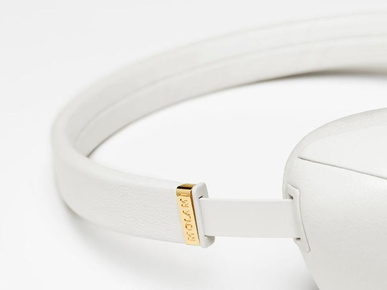 Bílá sluchátka Molami Plica
