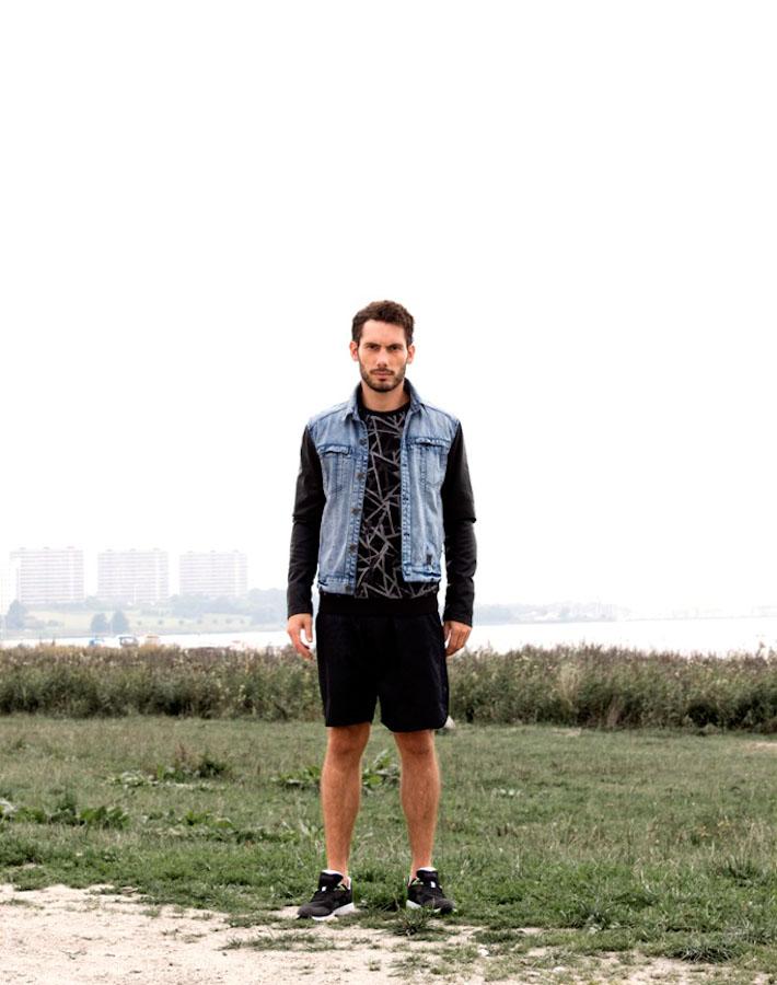 Anerkjendt – pánská jeansová bunda, černé tričko, šortky