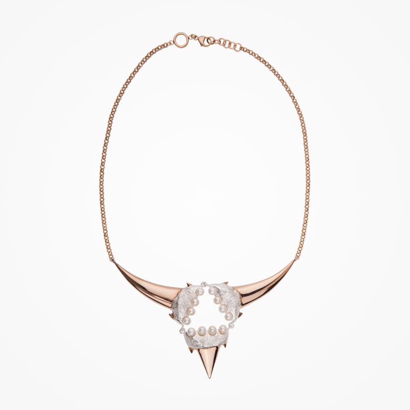 Antipearle – pozlacený náhrdelník ze stříbra, říční perly
