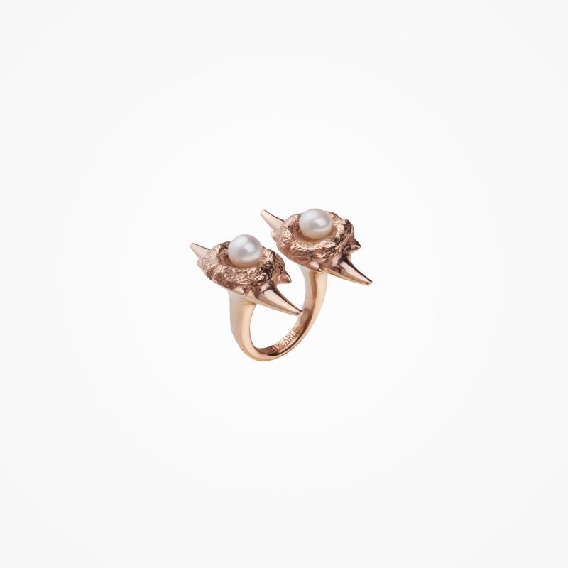 Antipearle – zlacený stříbrný prsten sperlami