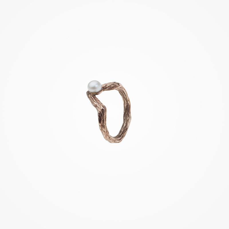 Antipearle – pozlacený prsten ze stříbra, perla