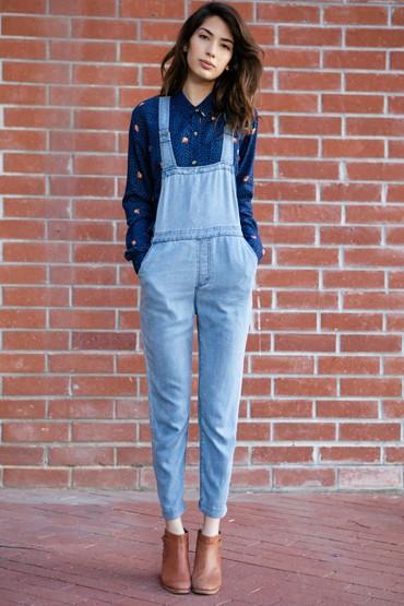 Obey oblečení – dámské jeansové lacláče, riflové, modrá košile
