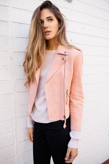 Obey oblečení – lososová jarní bunda, dámská, bílý svetr