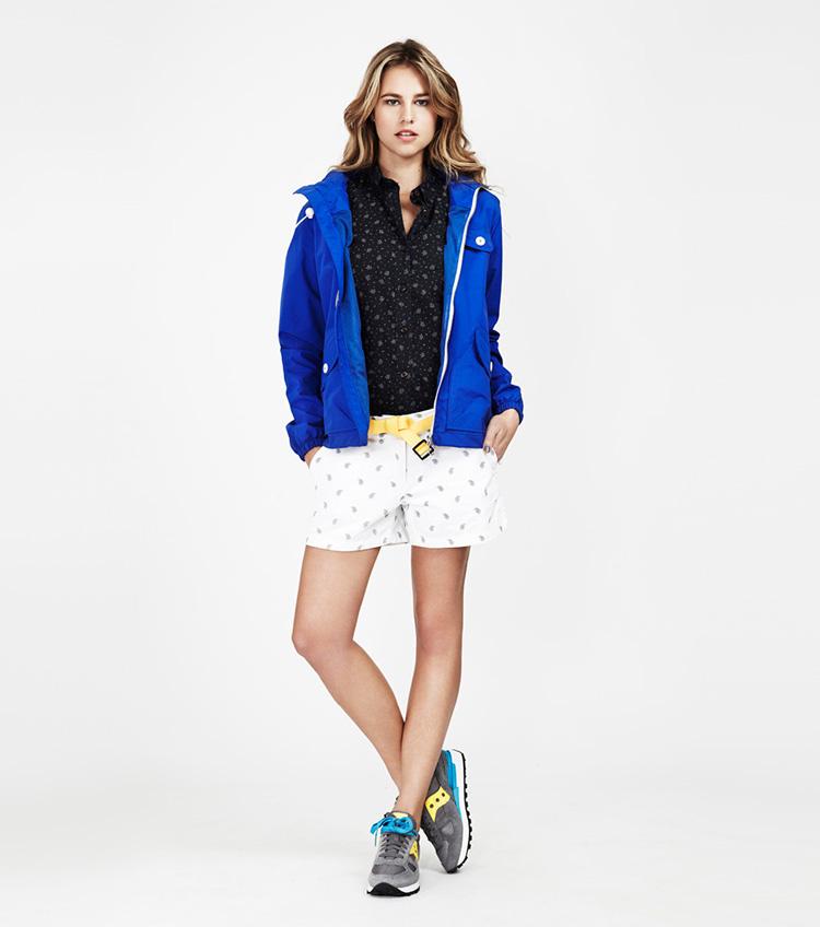 Penfield – dámská móda – modrá jarní bunda, bílé šortky se vzorem